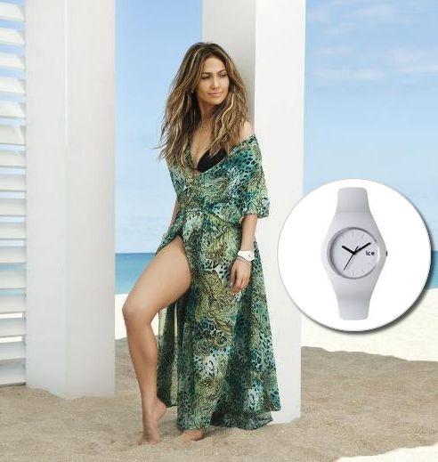 Jennifer Lopez indossa ICEWatch